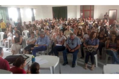 Pais estão contra encerramento das escolas primárias e a passagem do 5.º e 6.º ano para a ESPAM  Foto: Duarte Gonçalves 