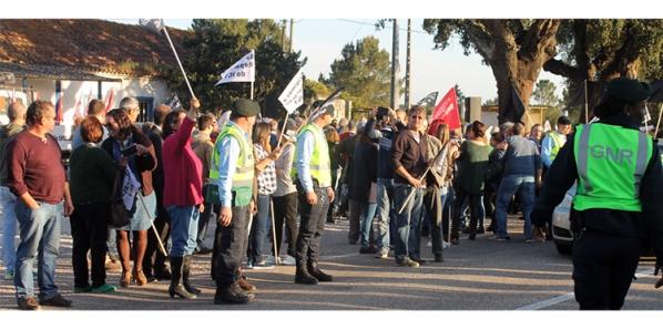 Protesto dos utentes no IC1 alertou para degradação daquele troço |Foto: Helga Nobre|