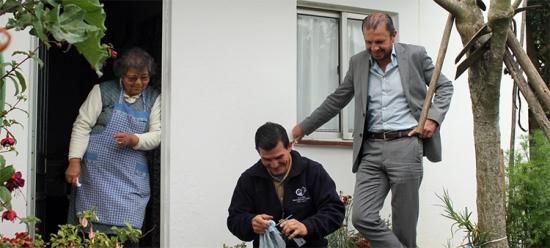 Ajuda chega numa viatura móvel |Foto: Helga Nobre|