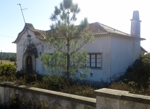 Edifício do município de Sines já tinha sido colocado à venda, em anos anteriores, mas não tinha sido comprado até agora |Foto: Rita Elias|