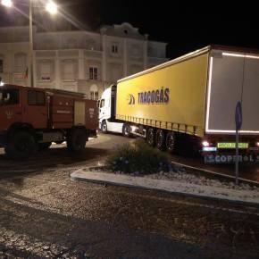 Cerca de 23 toneladas de resina derramadas na via em Santiago doCacém
