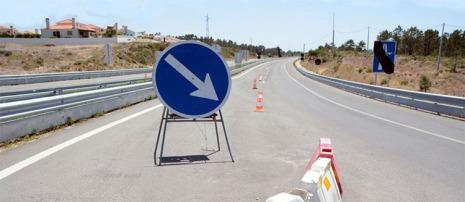 O ministro do Planeamento e das Infraestruturas disse que pinos seriam retirados gradualmente da estrada