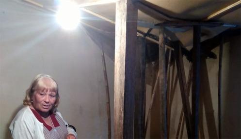 A casa onde a idosa reside à entrada de Sines não deverá aguentar mais um inverno |Helga Nobre|