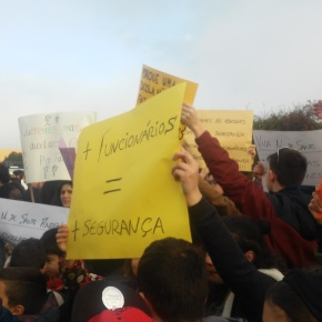 Pais e alunos exigem mais funcionários nas escolas de SantoAndré