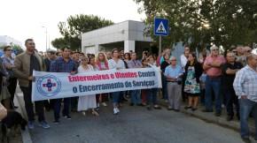 Utentes e enfermeiros protestam contra encerramento de serviços noHospital
