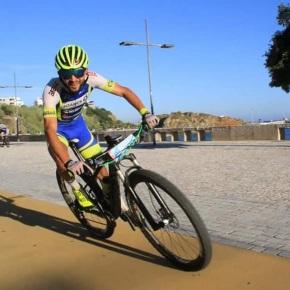 50 atletas pedalaram pelas ruas deSines