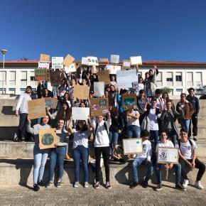 Alunos aderem à greve estudantil contra alteraçõesclimáticas