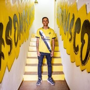 Antigo atleta pinta murais no EstádioMunicipal deSines